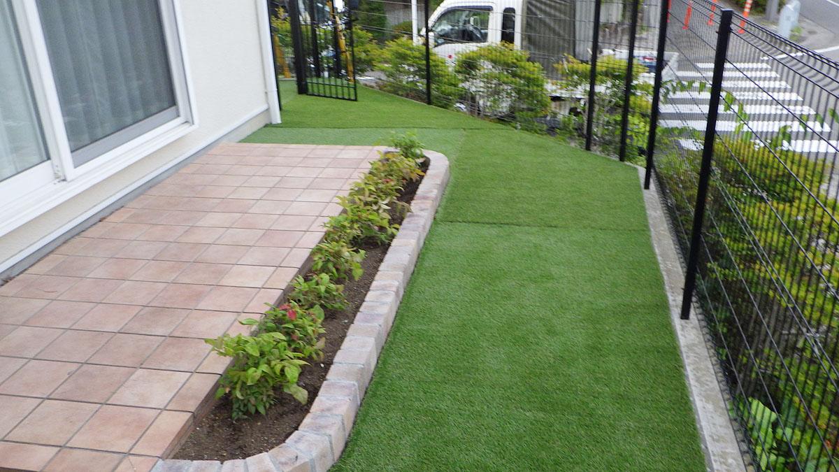 稲城O邸人工芝を使用した開放的なお庭