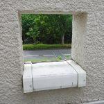 稲城O邸2階バルコニー小窓施工前