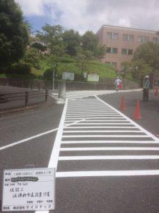 ⑥【安全対策】学生さんに迂回していただくための仮横断歩道と誘導員